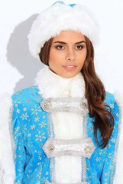Голубой костюм для внучки Деда Мороза.